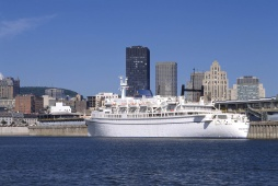 Cruise Line at the Old Port of Montreal  © Stéphan Poulin